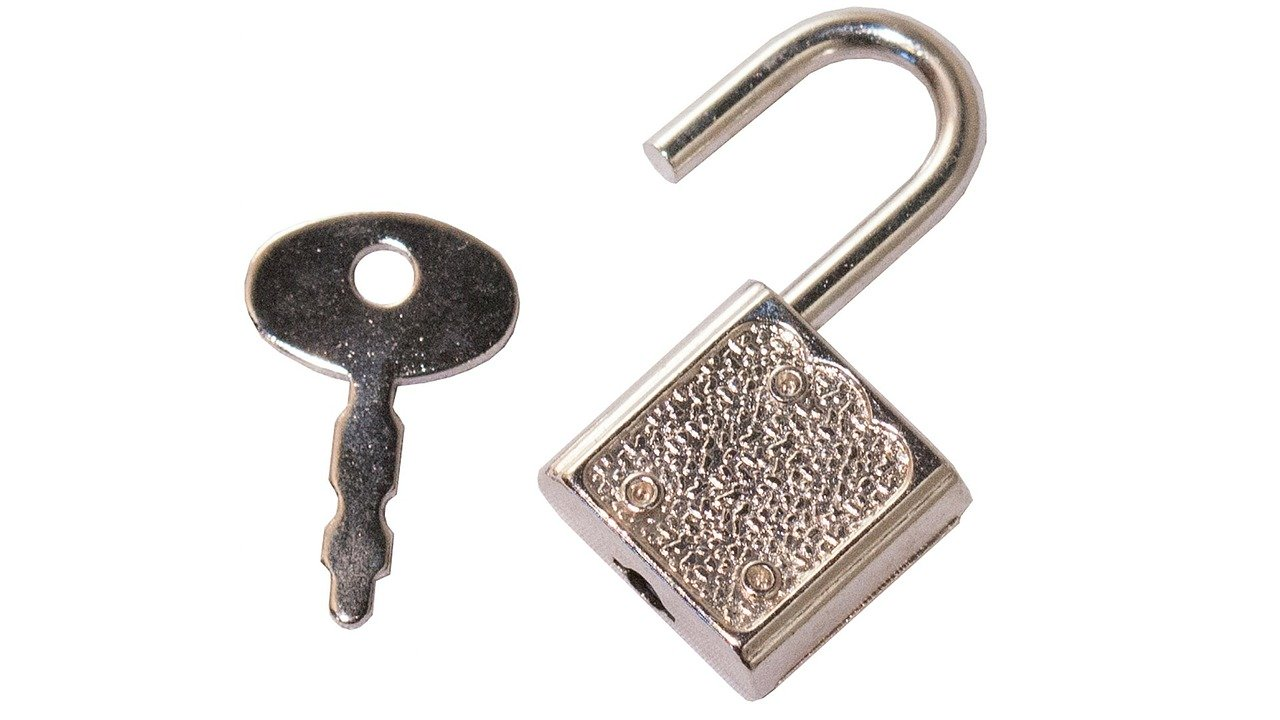 A functioning open lock and key